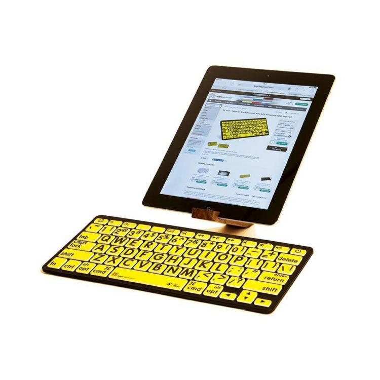 Apple bluetooth grootletter toetsenbord gele achtergrond ST683166